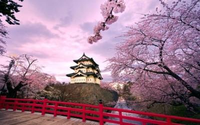 hirosaki_castle_japan-wide-580x362